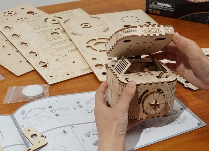 caseta de bijuterii puzzle mecanic 3D din lemn 6