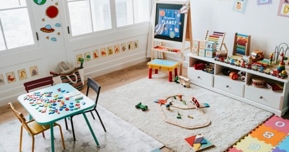 Jucării din lemn și Montessori