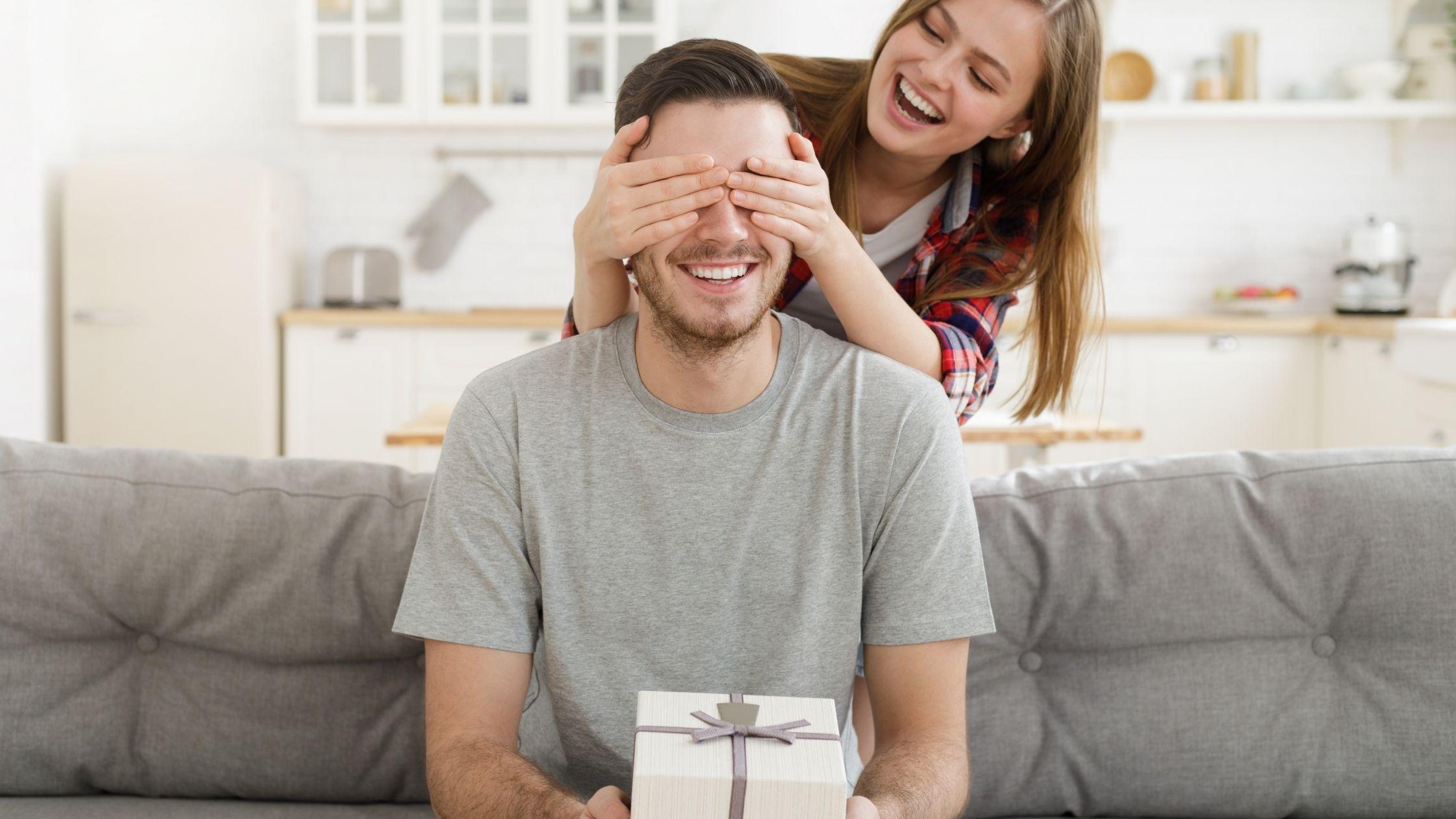 Cadouri pentru iubit 2020 - 4 trucuri si idei care functioneaza de fiecare data