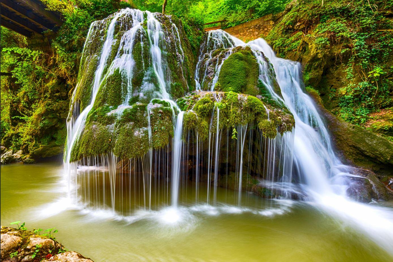 Top 10 cascade spectaculoase pe Harta Romaniei