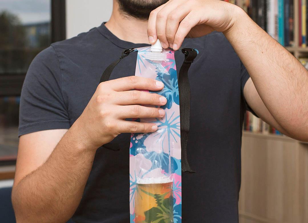 cravata-cu-recipient-pentru-bere-2609-5808