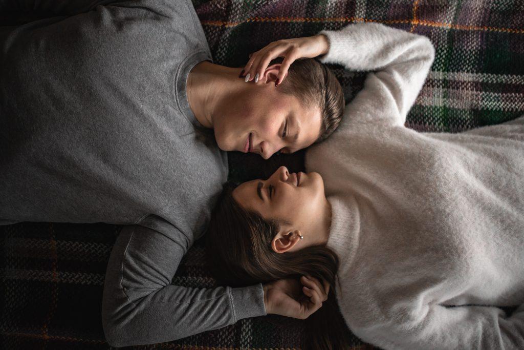 cuplu-el-si-ea-iubiti-aniversare-casatorie-5-ani
