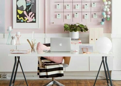 Decorarea unui birou ghiduș la serviciu