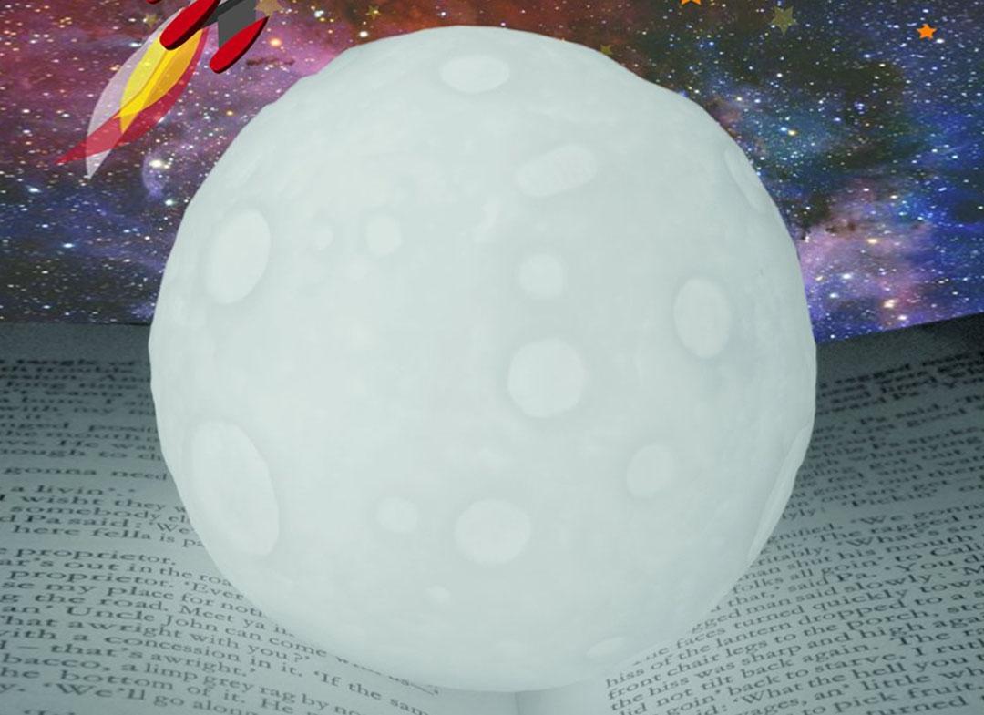 lampa-de-veghe-in-forma-de-luna