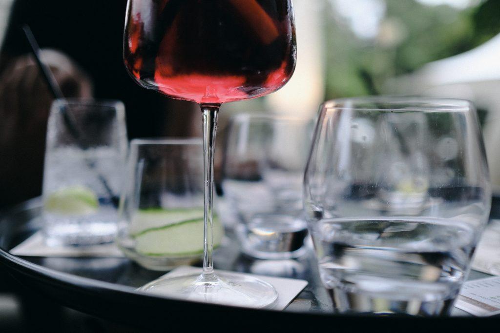 pahar de vin petrecere