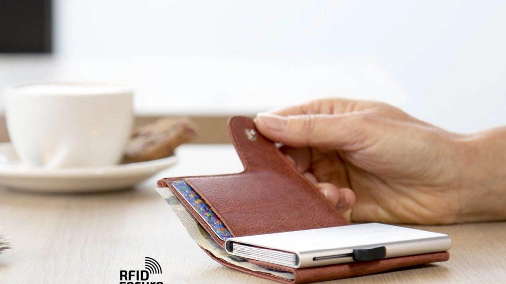 portofel-aluminiu-pentru-carduri-1024x576