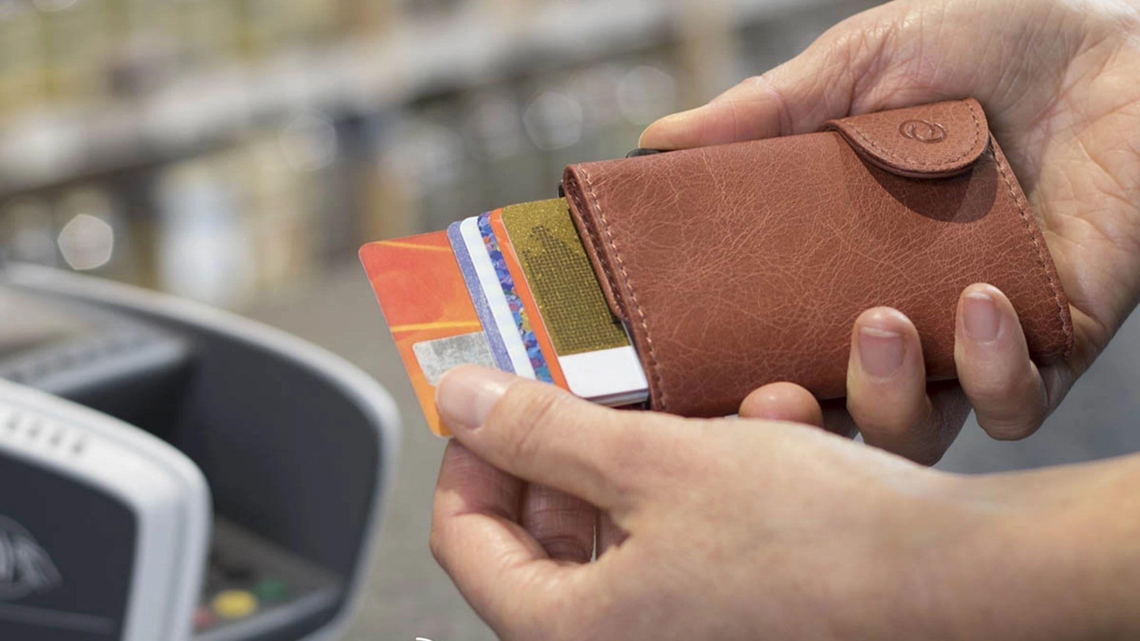 10 Intrebari arzatoare despre tehnologia RFID si portofel carduri RFID
