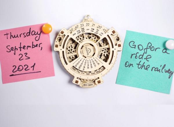 Calendar Steampunk din Lemn Ugears 2