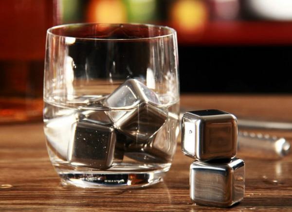 Cuburi din otel pentru whiskey 1