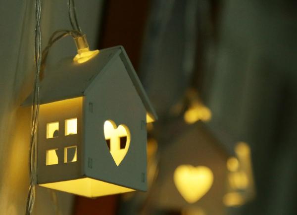 Instalatie de lumini LED Casute de Lemn 4