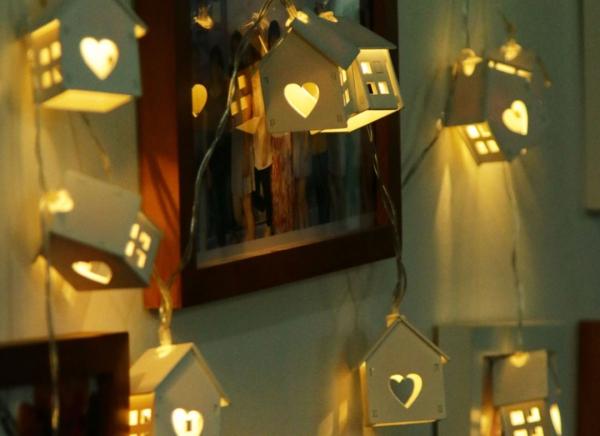 Instalatie de lumini LED Casute de Lemn 3