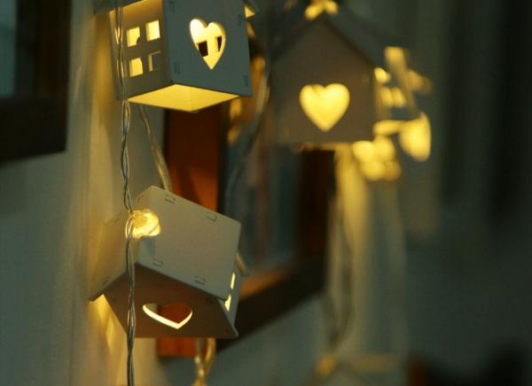 Instalatie de lumini LED Casute de Lemn 5