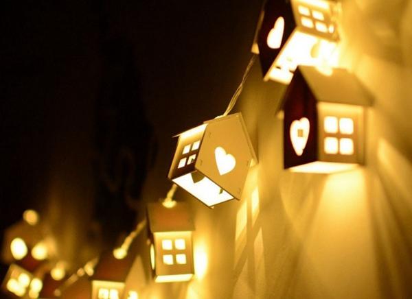 Instalatie de lumini LED Casute de Lemn 0