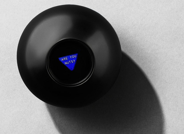 Magic 8 Ball Mingea adevarului 9