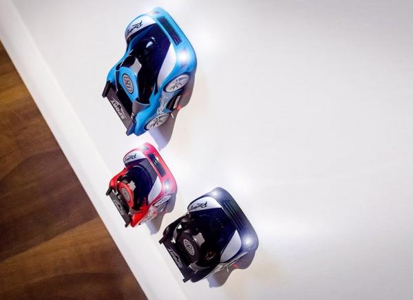 Masinuta care urca pe pereti de culoare Albastra 4