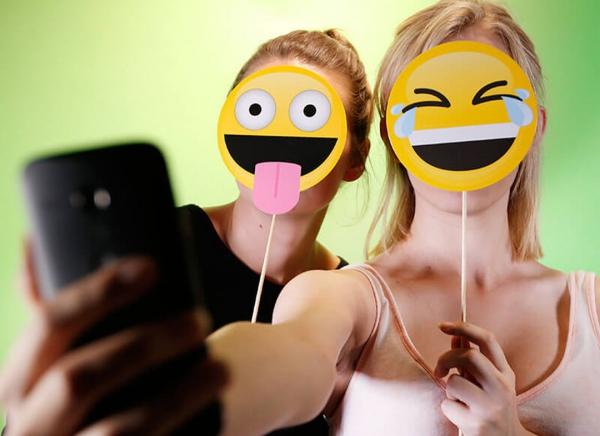 Propsuri Emoji pentru Selfie 1