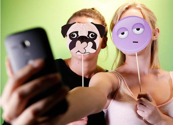 Propsuri Emoji pentru Selfie 2