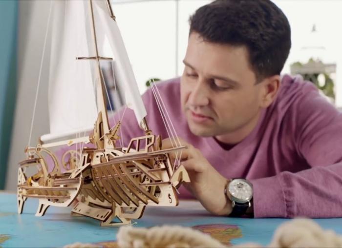 Puzzle 3D Barca Trimaran din lemn Ugears 6