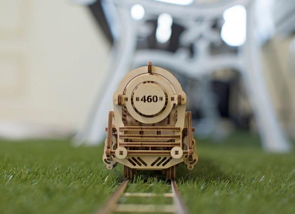 Puzzle 3D Locomotiva cu Aburi si Vagon din Lemn Ugears 4