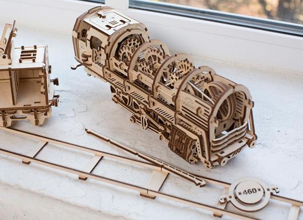 Puzzle 3D Locomotiva cu Aburi si Vagon din Lemn Ugears 19