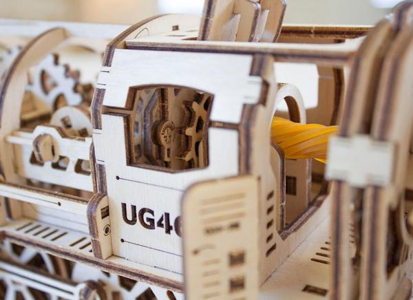 Puzzle 3D Locomotiva cu Aburi si Vagon din Lemn Ugears 21