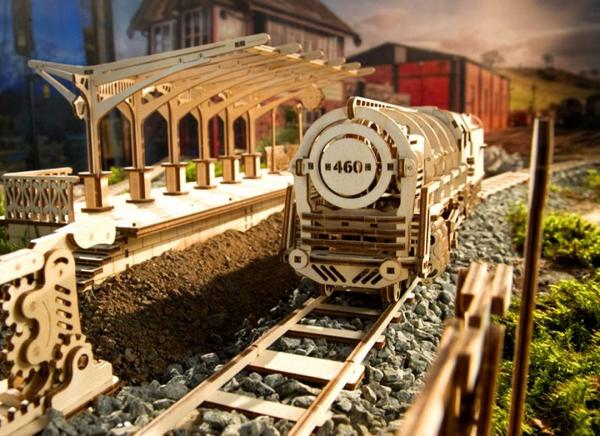 Puzzle 3D Locomotiva cu Aburi si Vagon din Lemn Ugears 1