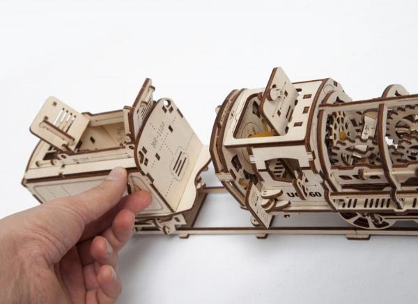 Puzzle 3D Locomotiva cu Aburi si Vagon din Lemn Ugears 23
