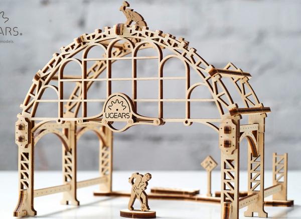Puzzle 3D Macara pe Sine din Lemn Ugears 17