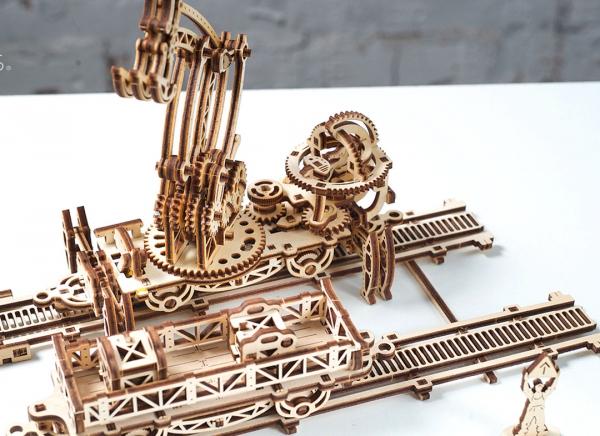 Puzzle 3D Macara pe Sine din Lemn Ugears 20