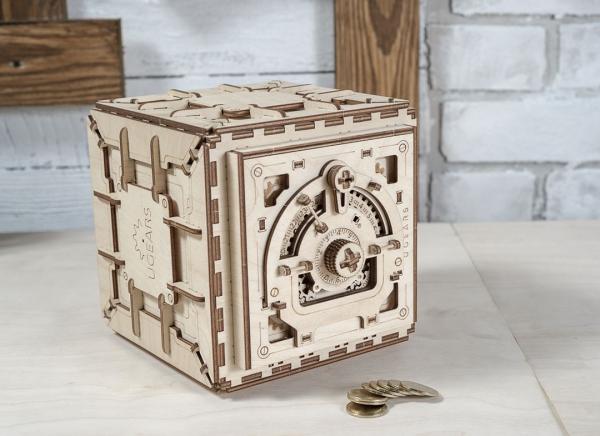 Puzzle 3D Seif din Lemn Ugears 17