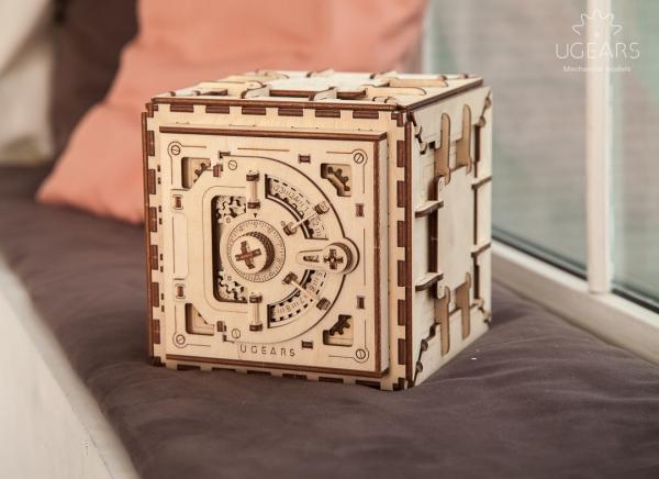 Puzzle 3D Seif din Lemn Ugears 2