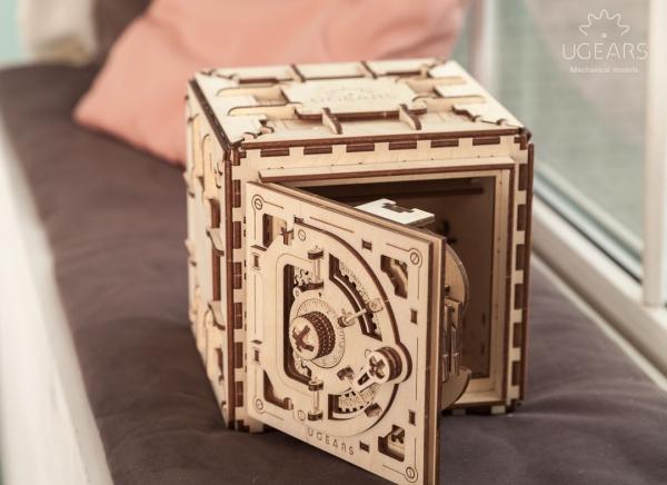 Puzzle 3D Seif din Lemn Ugears 4