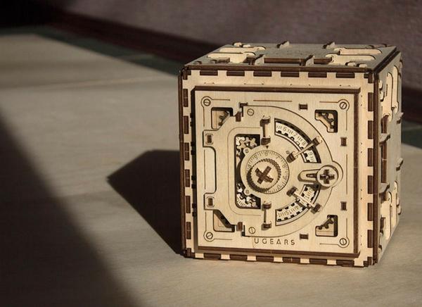 Puzzle 3D Seif din Lemn Ugears 10