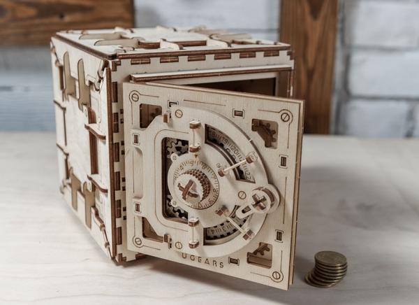 Puzzle 3D Seif din Lemn Ugears 19