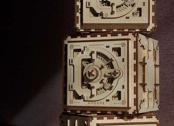 Puzzle 3D Seif din Lemn Ugears 25