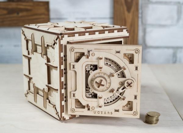 Puzzle 3D Seif din Lemn Ugears 23