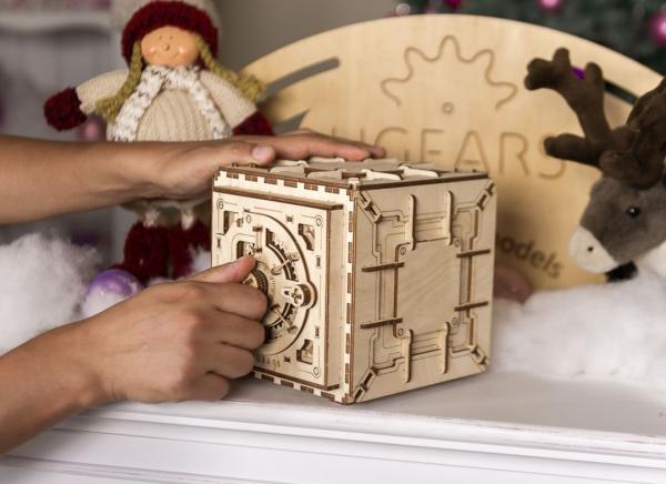 Puzzle 3D Seif din Lemn Ugears 24