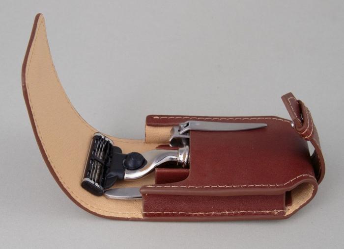 Set cadou de calatorie cu Aparat de Ras cromat cu lama Gillette Fusion Proglide Edwin Jagger 0