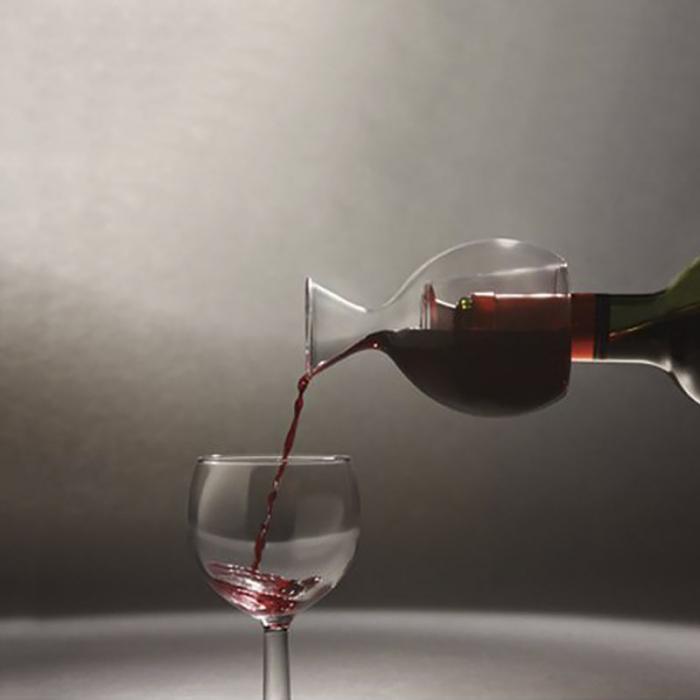 Decantor de vin pe gat de sticla 0