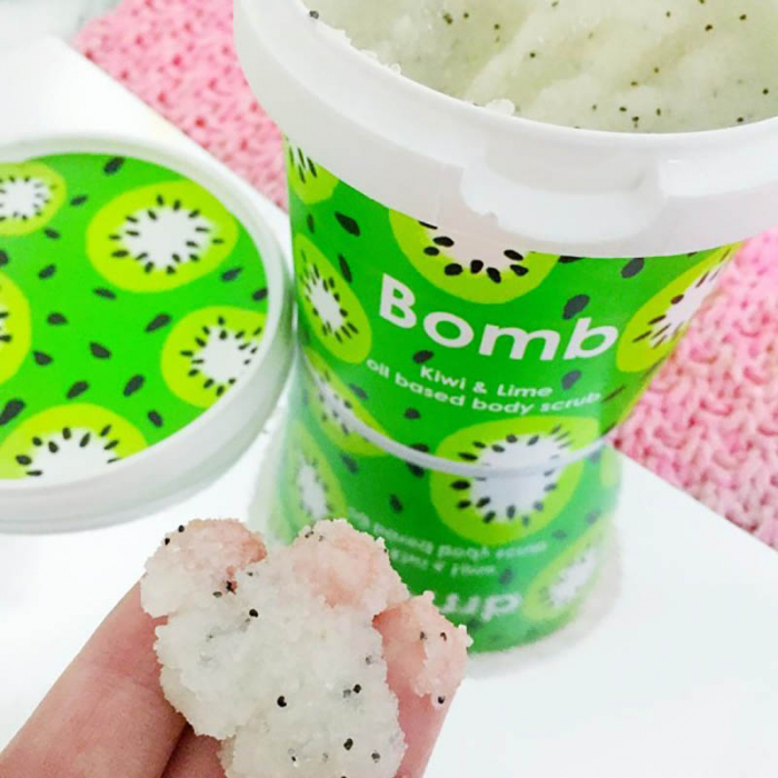 Exfoliant corp Kiwi & Lime Bomb Cosmetics 1