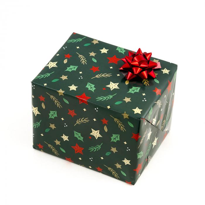 Kit Ambaleaza-ti singur cadoul. Primesti o coala de Hartie pentru impachetat cu motive Craciunesti 70x50cm + o Funda colorata Turquoise, Rosu sau Auriu (se trimite aleatoriu) 0