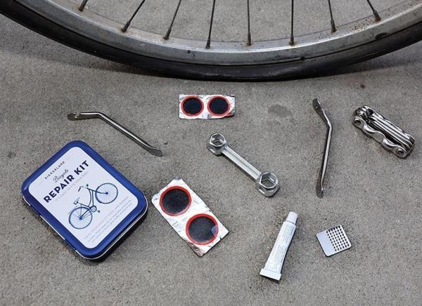 Kit compact reparatii biciclete 1