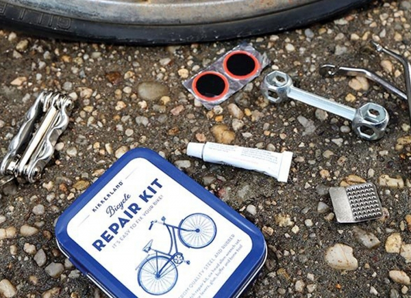 Kit compact reparatii biciclete 1