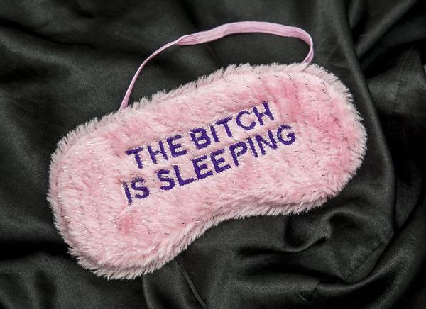 Masca de dormit cu atitudine 1