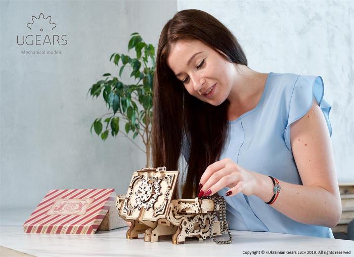 Puzzle 3D Cutie antica de bijuterii Ugears 5