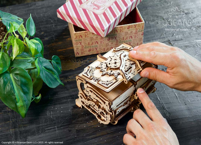 Puzzle 3D Cutie antica de bijuterii Ugears 2