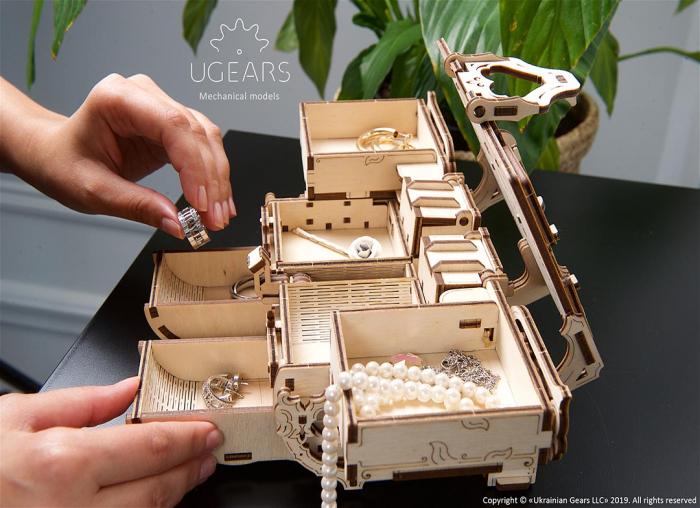 Puzzle 3D Cutie antica de bijuterii Ugears 4
