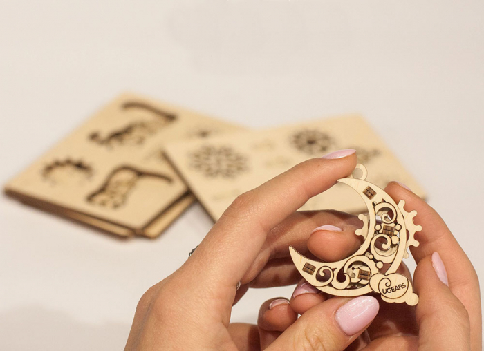 Puzzle 3D Decoratiuni pentru Brad din lemn Ugears 2