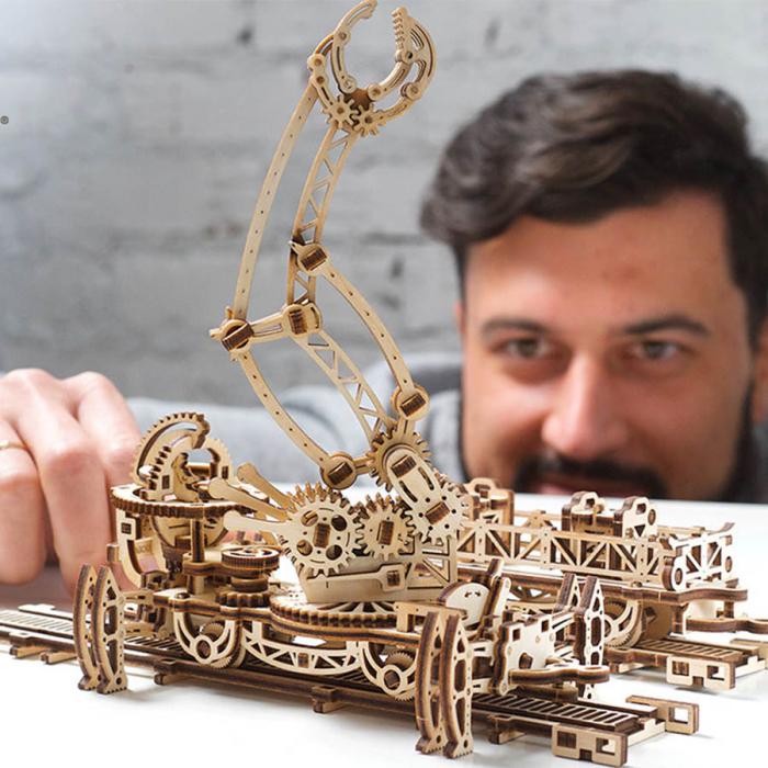 Puzzle 3D Macara pe Sine din Lemn Ugears 0