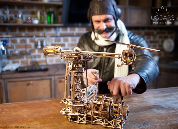 Puzzle 3D Model Aviator din lemn Ugears 4